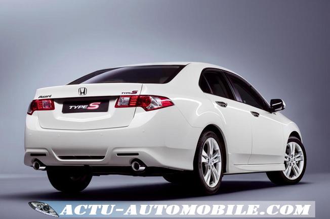 Honda Accord Type S vue arrière