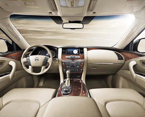 Nissan-Patrol-2010-interieur